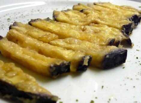 El aperitivo: Berenjena frita con miel.