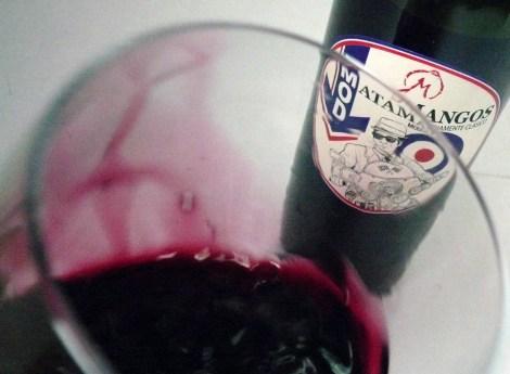 El vino Mod salta de la copa.