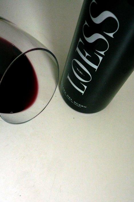 Botella y vino de Loess Tinto