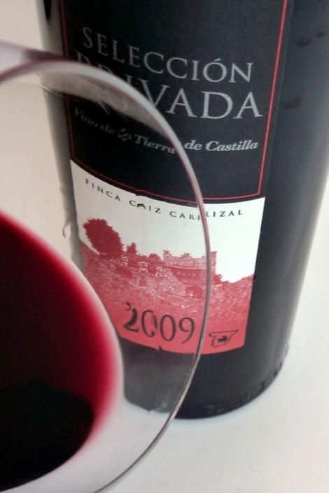 El vino Dehesa del Carrizal Selección Privada en la copa.