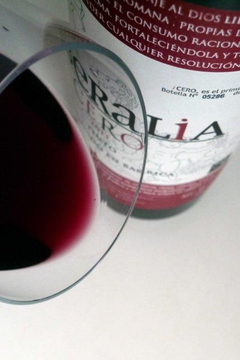 El color del vino Liberalia Cero.