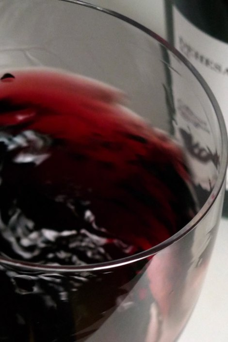 Las tonalidades del vino al marearlo en la copa.