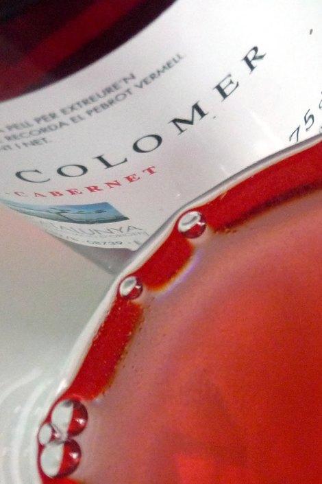 Detalle del vino en la copa.