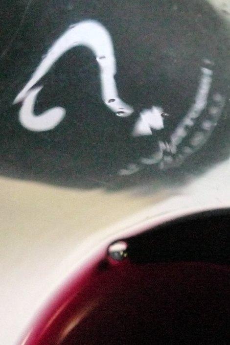 Detalle del vino L´Interrogant en la copa.