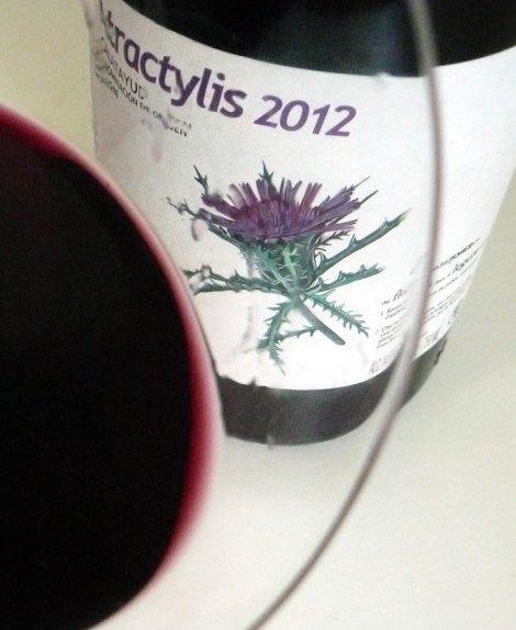 El vino Atractylis en la copa.