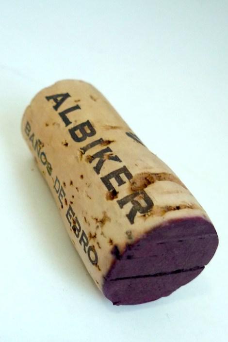 El corcho del vino Albiker.