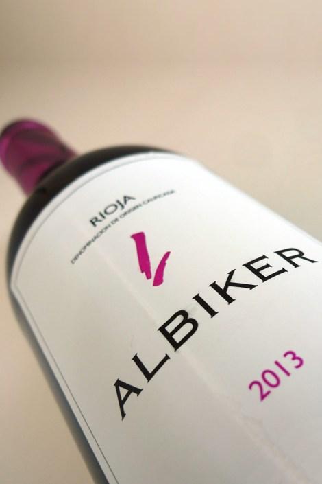 Botella de Albiker 2013.