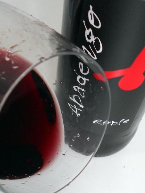 Ribete del vino Abadengo Roble.