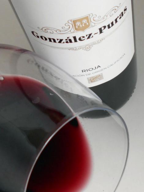 El color del vino González Puras Crianza.