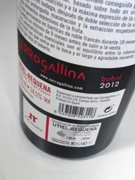 Contraetiqueta de CerroGallina Bobal con sello de la D.O. Utierl-Requena