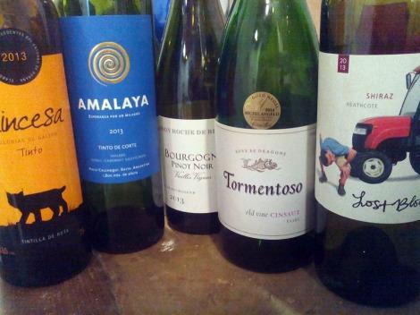 Los vinos tintos catados en la actividad.