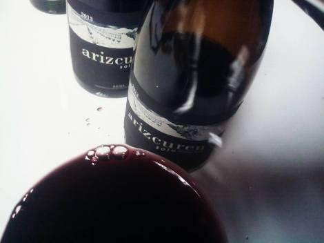 Detalle del vino Arizcuren Solomazuelo en la copa.