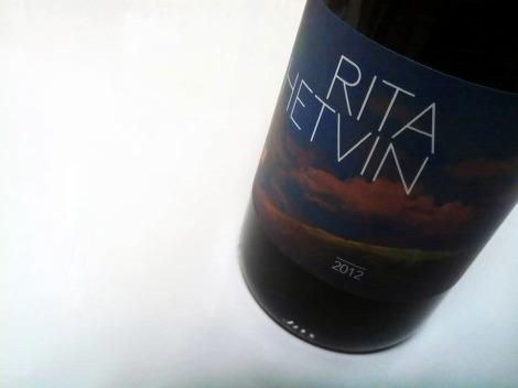 El etiquetado de Rita Hetvin.