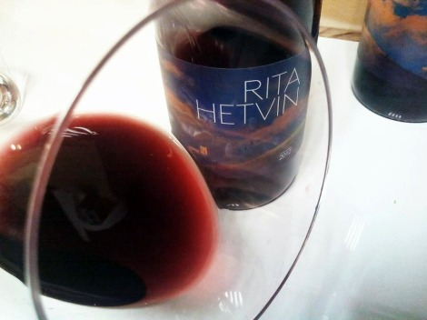 Detalle de Rita Hetvin en la copa.