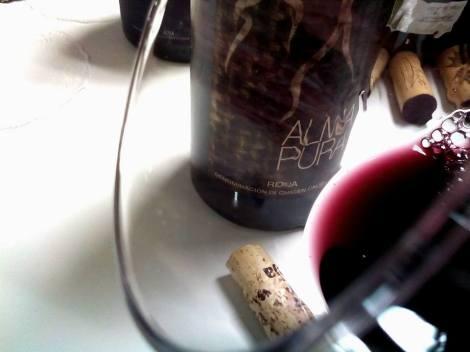 El vino Alma Pura 2011 en la copa.