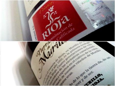 Detalle de las contra etiquetas y sello de la D.O.Ca. Rioja en la botella.
