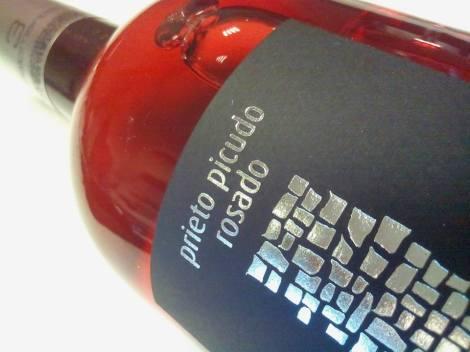 Detalle del etiquetado del vino 3 Palomares Rosado 2015.