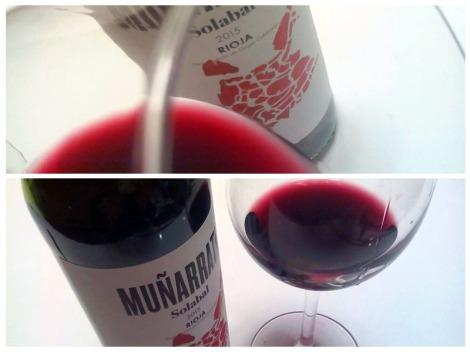 El vino Muñarrate Tinto 2015 en la copa.