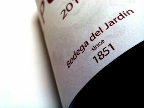 Detalle del etiquetado del vino 1 Pulso.