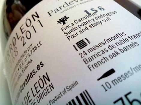 Detalle de la contra-.etiqueta del vino Carroleón 2011.
