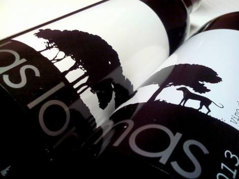 Etiquetado del vino Las Lomas 2013.