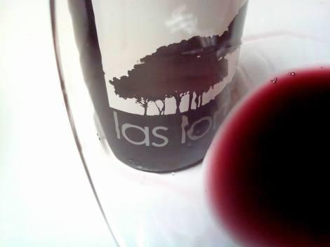 El vino Las Lomas 2013 en la copa.