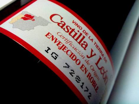 Sello de la IGP VT Castilla y León en la botella de Las Lomas 2013.