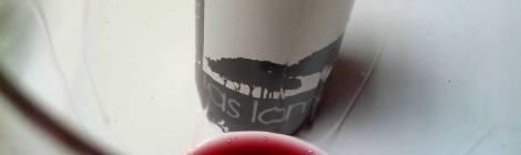Detalle de Las Lomas 2013 en la copa con la lágrima cayendo.