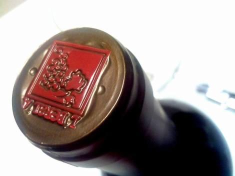 Detalle de la cápsula del vino Liberalia Cuatro 2010.