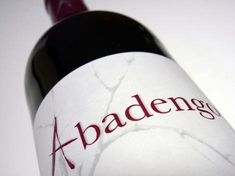 Etiqueta del vino Abadengo Crianza 2010.