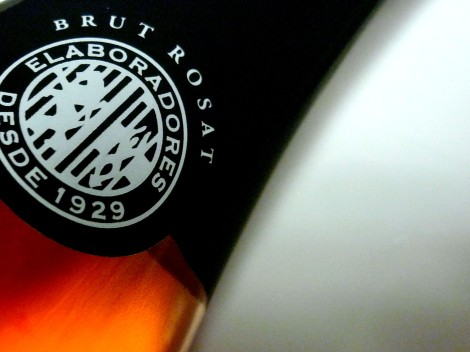 Detalle del etiquetado del cava Bohigas Brut Rosado.
