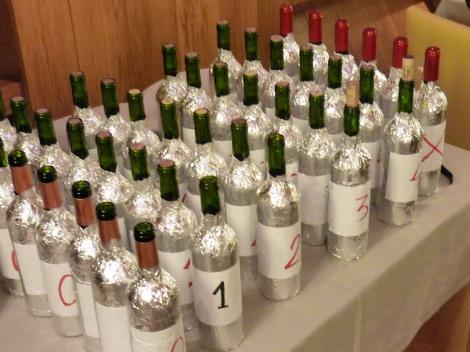 """Los vinos preparados para """"La Cena Engaño""""."""
