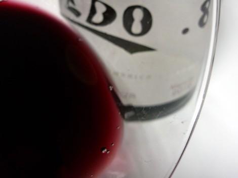 Detalle del ribete del vino Ledo.8 Crianza.