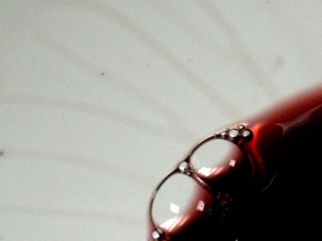 Detalle de la lágrima del vino Malaparte 2009.