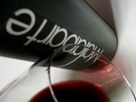 El vino Malaparte 2009 en la copa.