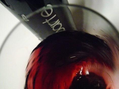Oxigenando el vino Malaparte 2009 en la copa.