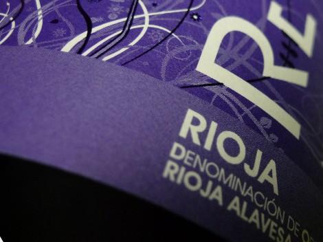 Detalle del etiquetado del vino Recoveco Maceración Carbónica