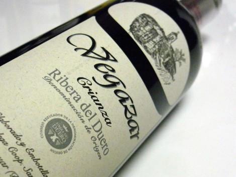 Etiquetado del vino Vegazar Crianza.