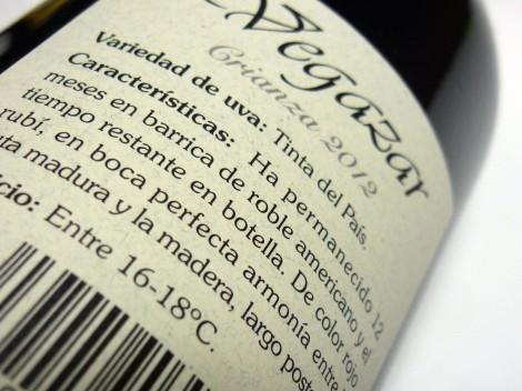 Detalle de la contra-etiqueta del vino Vegazar Crianza.
