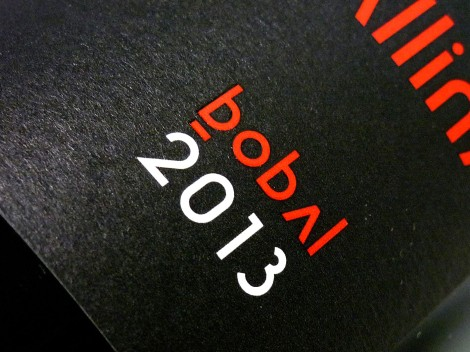 Detalle del etiquetado del vino Cerrogallina Bobal 2013.