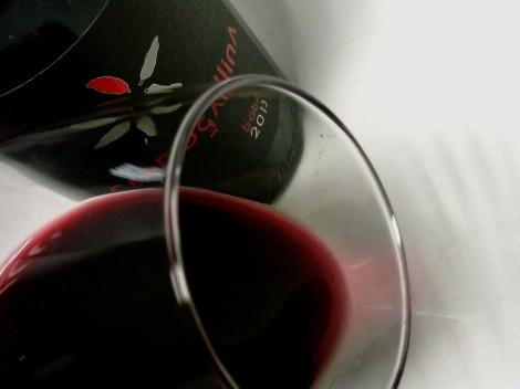Detalle del vino Cerrogallina 2013 en la copa.