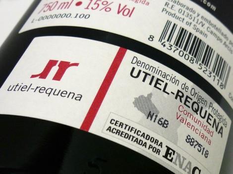 Sello de la D.O. Utiel-Requena en la botella del vino Cerrogallina 2013.
