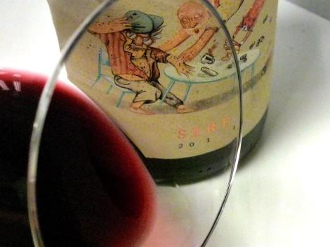 Detalle del vino Sere en la copa.