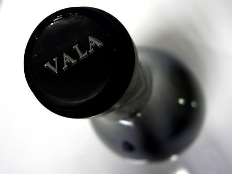 Detalle de la cápsula del vino Vala de Solabal 2010.