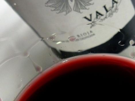 Detalle de la lágrima del vino Vala de Solabal 2010.