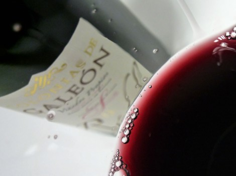 Detalle de la lágrima del vino Colonias de Galeón Roble 2013.