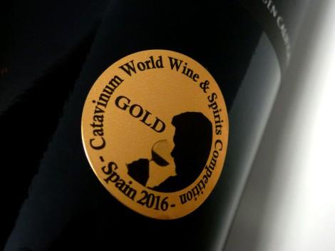 Medalla de oro de Catavinum en la botella de Horola Garnacha 2014.