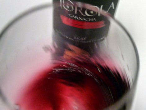Tonos de color al oxigenar el vino en la copa.
