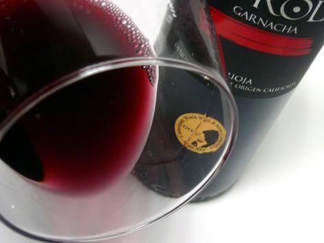 Detalle del color del vino Horola Garnacha 2014.