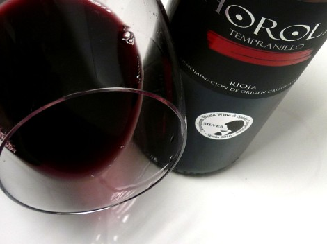 Detalle del ribete del vino Horola Tempranillo 2014.